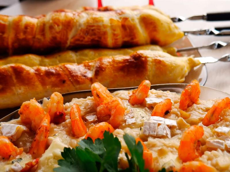 Хачапури с сыром. Ризотто с креветками в казане